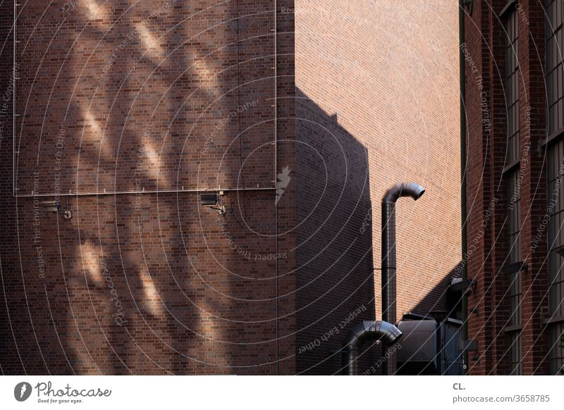 lüftung Gebäude Lüftungsrohr Lüftungsanlage Lüftungstechnik Wand Mauer Haus Fassade Architektur Außenaufnahme Menschenleer