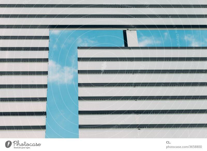 urban tetris Himmel Wand Architektur ausschnitt Durchblick durchblicken Präzision Gebäude Blauer Himmel Stadt Schönes Wetter Wolken blau grau eckig