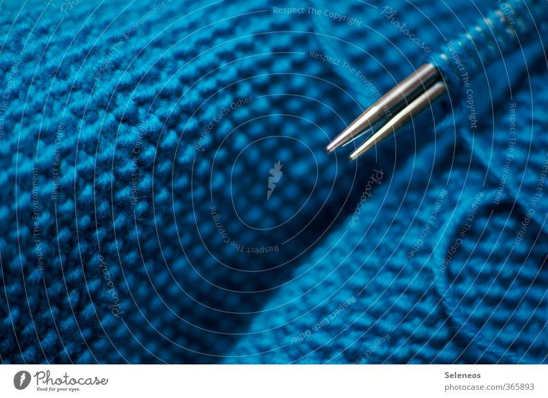 Einzelgänger niemals Freizeit & Hobby Spielen Handarbeit stricken Stricknadel nah Wärme weich blau Wolle Wolldecke Wollpullover Strickmuster Farbfoto