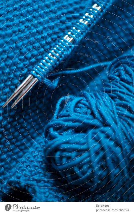 Handarbeit Freizeit & Hobby stricken Arbeit & Erwerbstätigkeit Wärme weich blau Wolle Wollknäuel Strickmuster Stricknadel Farbfoto Innenaufnahme Menschenleer