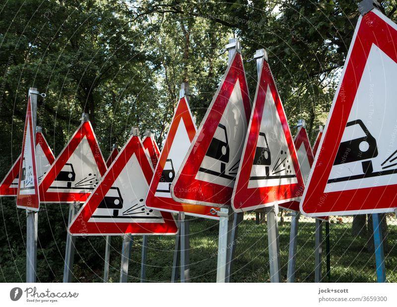 Man kann nicht oft genug warnen vor unkontrolliert fliegenden Rollsplitt Verkehrsschild Dreieck StVO Verkehrszeichen Schilder & Markierungen Warnschild rot