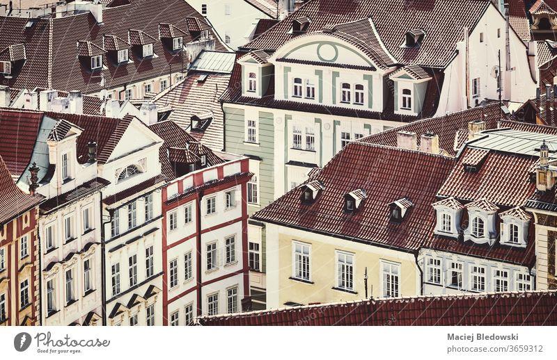 Retro-getöntes Bild der Prager Altstadtarchitektur, Tschechische Republik. Großstadt Architektur Stadt Haus Tschechien Stadtbild gefiltert Ansicht Gebäude urban