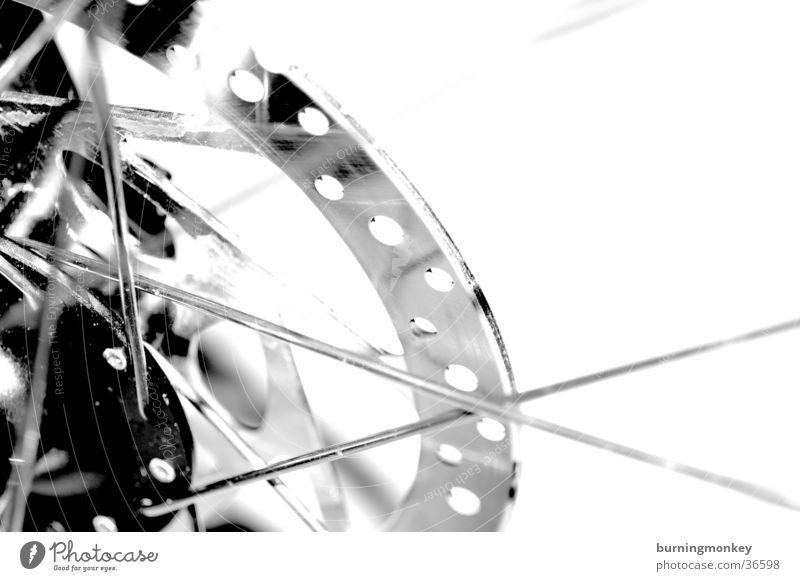 bikedetail Fahrrad Mountainbike Felge Dinge Detailaufnahme Schwarzweißfoto Bremse scheibenbremse Speichen