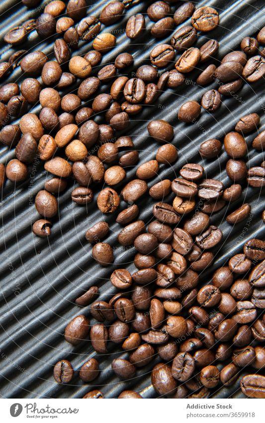 Kaffeebohnen auf strukturiertem Tisch Bohne Braten arabica aromatisch Aroma Koffein dunkel frisch braun Energie trinken lecker natürlich Feinschmecker Getränk