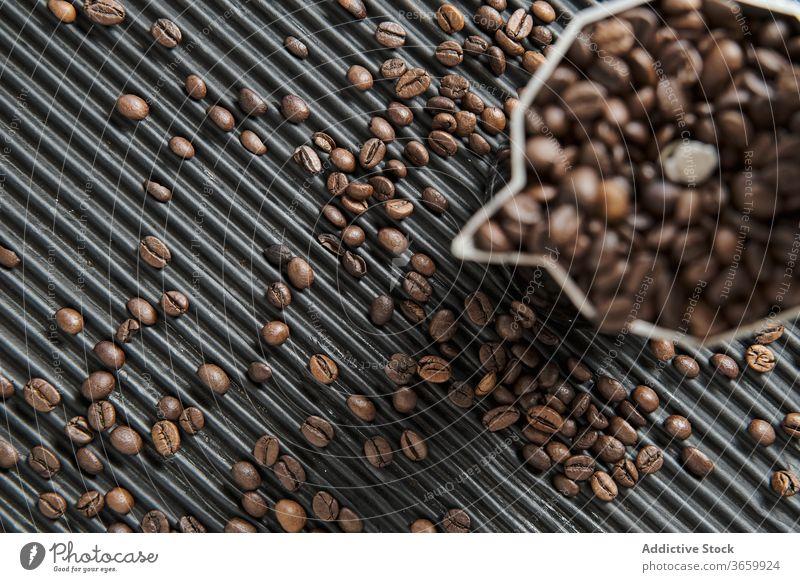 Geysir-Kaffeemaschine und Bohnen Tradition Korn aromatisch Koffein brauen arabica Getränk trinken frisch Tisch Aroma natürlich geschmackvoll heiß Espresso