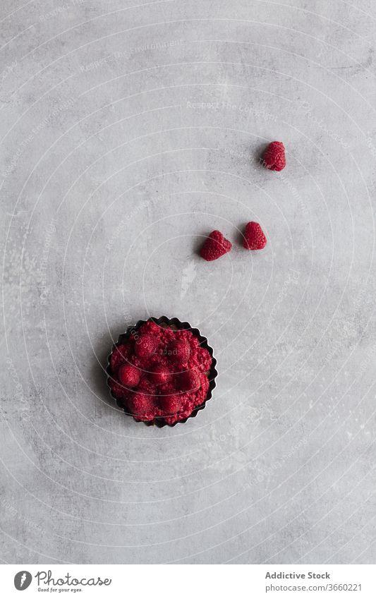 Frucht-Himbeerkuchen auf dem Tisch Pasteten Kuchen sortiert verschiedene lecker Bäckerei reif schmackhaft frisch Lebensmittel Dessert süß organisch Ordnung