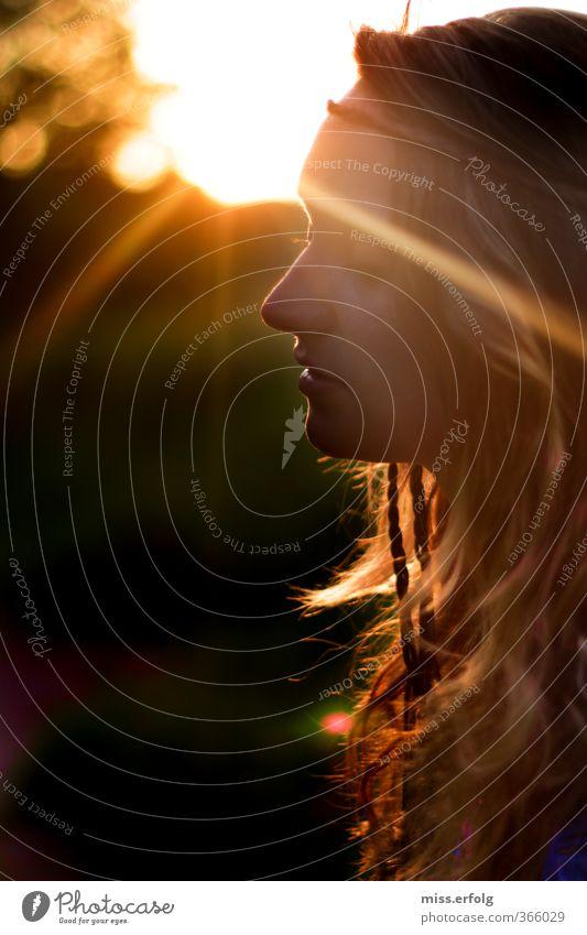 In einem Land vor unserer Zeit Mensch Frau Kind Natur Jugendliche Sonne Landschaft Junge Frau Erwachsene Wärme Leben 18-30 Jahre feminin Traurigkeit Haare & Frisuren Glück