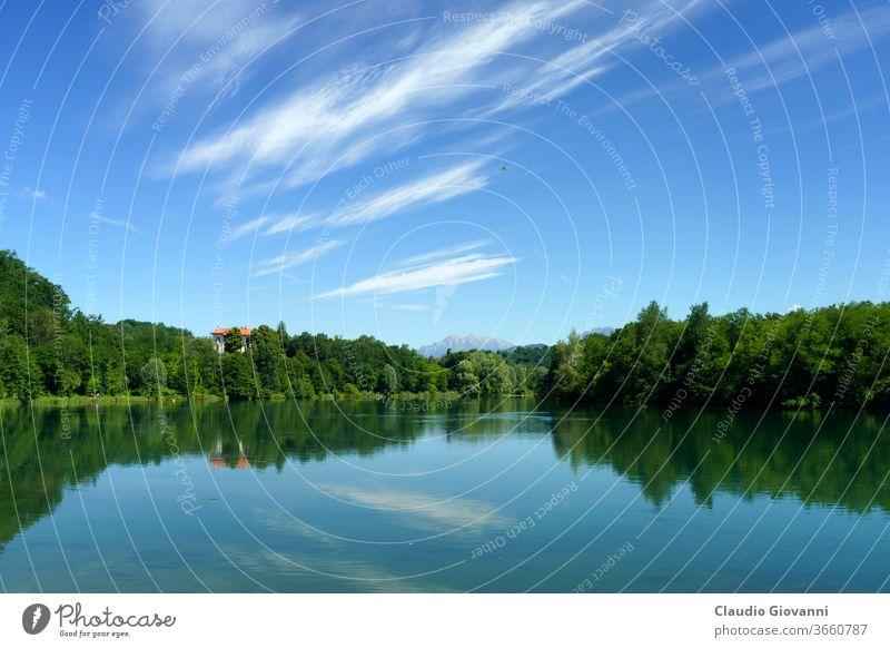 Fluss Adda bei Trezzo entlang des Radweges Europa Italien Lombardei Mailand blau Farbe Tag Landschaft Natur Fotografie Pflanze malerisch Frühling sonnig Baum