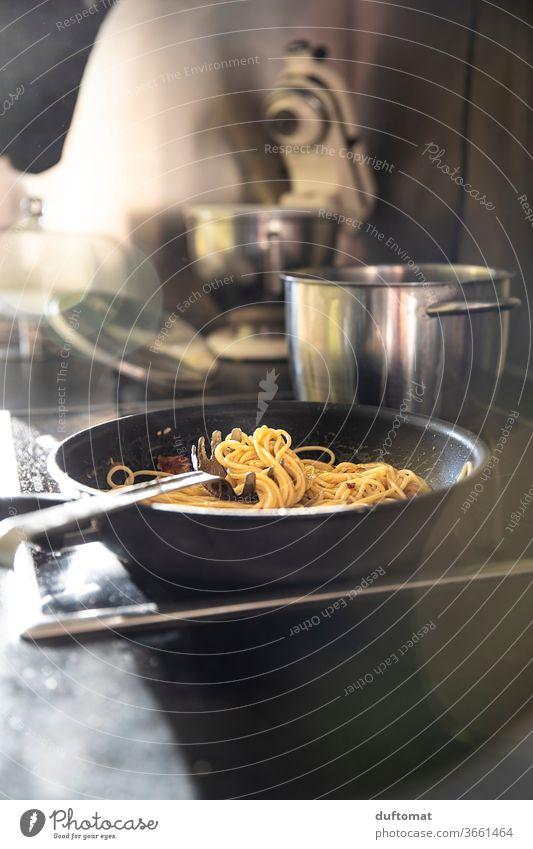 Spaghetti Carbonara in der Pfanne, kochen, Küche, lecker italienisch Nudeln Pfannengericht Nudelgerichte Italienische Küche italienisches Rezept Edelstahl Koch