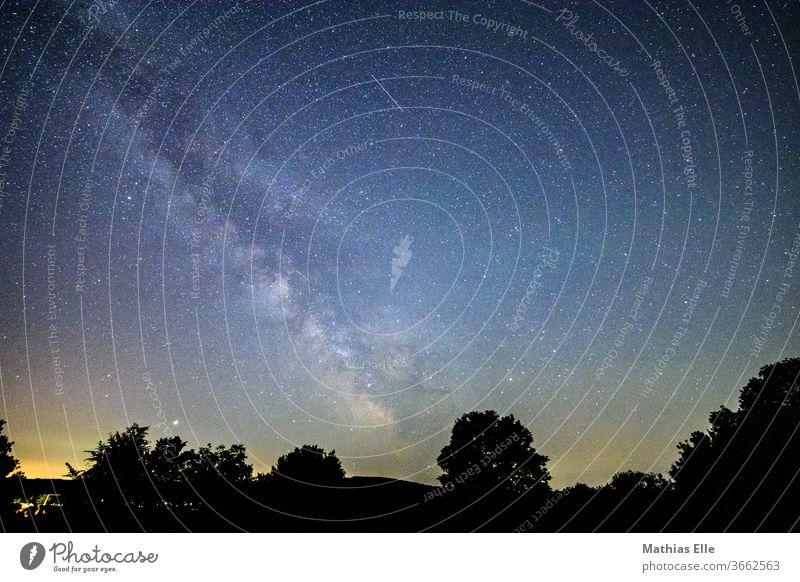 Milchstraße Nachthimmel Stern Milchstrasse Galaxie Sternenhimmel Sternenhaufen außergewöhnlich Raumfahrt Wolkenloser Himmel blau Umwelt Astrofotografie