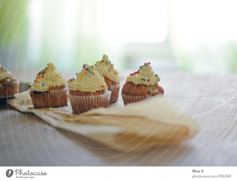 cupcake Feste & Feiern Lebensmittel Geburtstag Tisch Ernährung Hochzeit süß Kochen & Garen & Backen Appetit & Hunger Süßwaren lecker Frühstück Kuchen Zucker Sahne Dessert