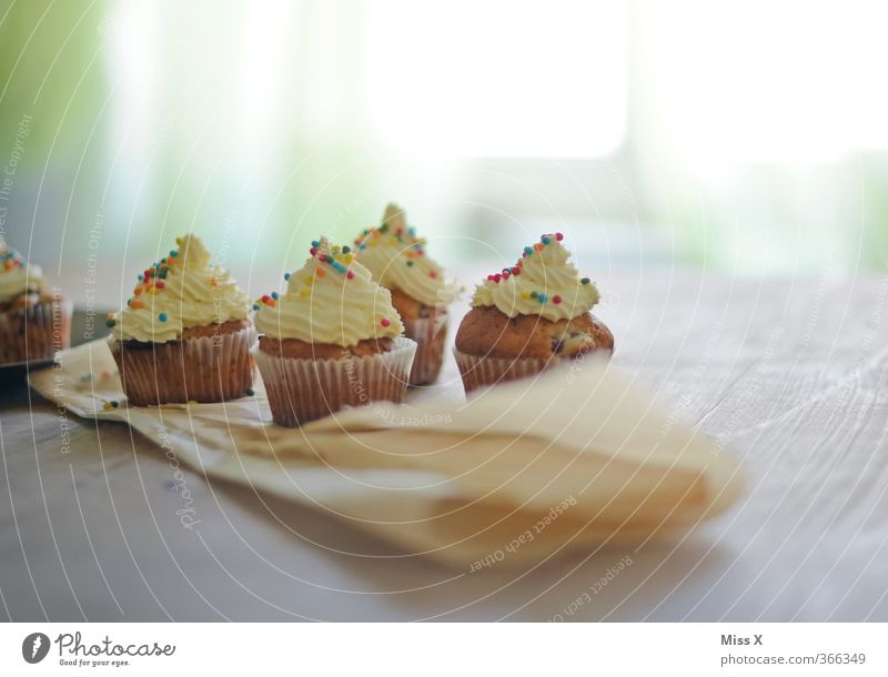cupcake Feste & Feiern Lebensmittel Geburtstag Tisch Ernährung Hochzeit süß Kochen & Garen & Backen Appetit & Hunger Süßwaren lecker Frühstück Kuchen Zucker
