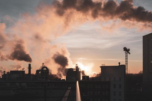 Sonnenaufgang mit Kraftwerk und Industrie Kohlekraftwerk Chemie Chemieindustrie Energiewirtschaft Sonnenuntergang Wolken Schönes Wetter Industrieanlage