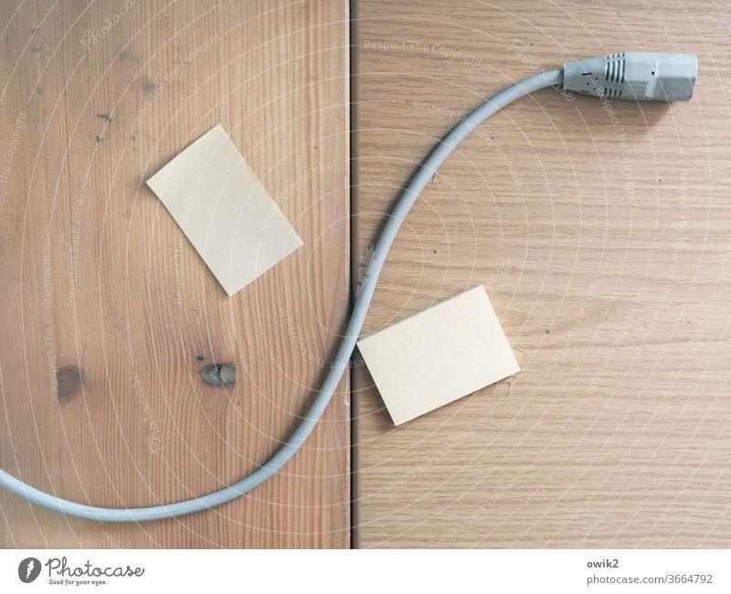 Stromausfall Kabel Stecker Tisch Tischplatte liegen lang dünn Technik & Technologie Elektrisches Gerät Netzstecker Anschluss Verbindung Leitung Notizzettel