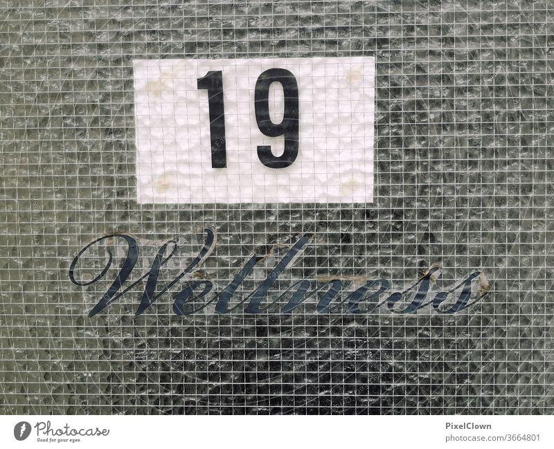 Wellness  tristess Tür Eingang Haus Eingangstür Häusliches Leben Fassade Buchstaben, Wellness,