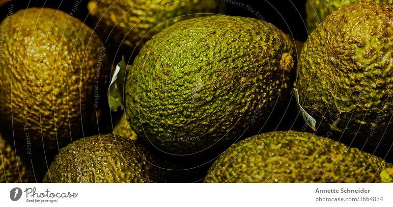 Avocado Lebensmittel Farbfoto lecker Vegetarische Ernährung Gesundheit Obst Grün Frucht grün Bioprodukte Gesunde Ernährung Essen Vegane Ernährung Nahaufnahme
