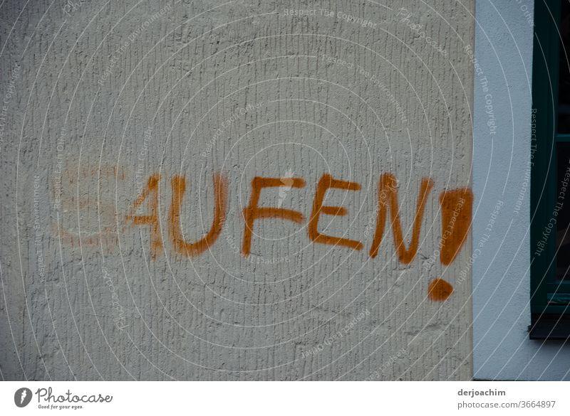 Ohne Worte  // geschrieben  steht an einer Mauer : Saufen ! Tod Alkohol Alkoholsucht Farbfoto Alkoholisiert Spirituosen Abhängigkeit Einsamkeit verkatert Glas