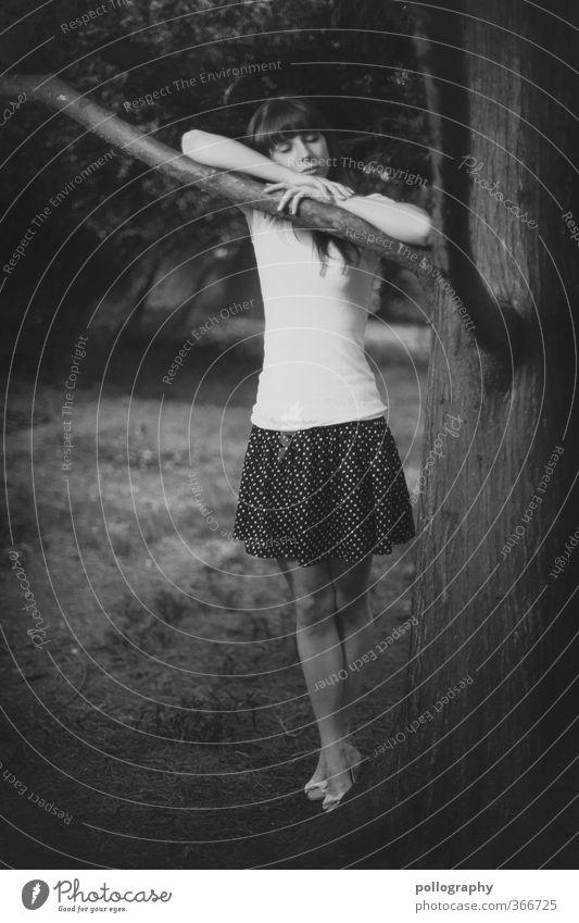 sleepless Mensch feminin Junge Frau Jugendliche Erwachsene Leben 1 18-30 Jahre Natur Pflanze Erde Sommer Baum Gras Garten Park Wiese Wald T-Shirt Rock Gefühle