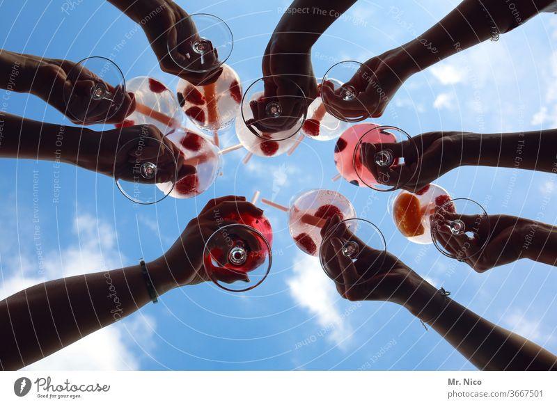 Hoch die Tassen Weinglas Ferien & Urlaub & Reisen Party Feste & Feiern Zuprosten Gratulation Alkohol Sommer Veranstaltung Getränk Hände Arme Glas trinken