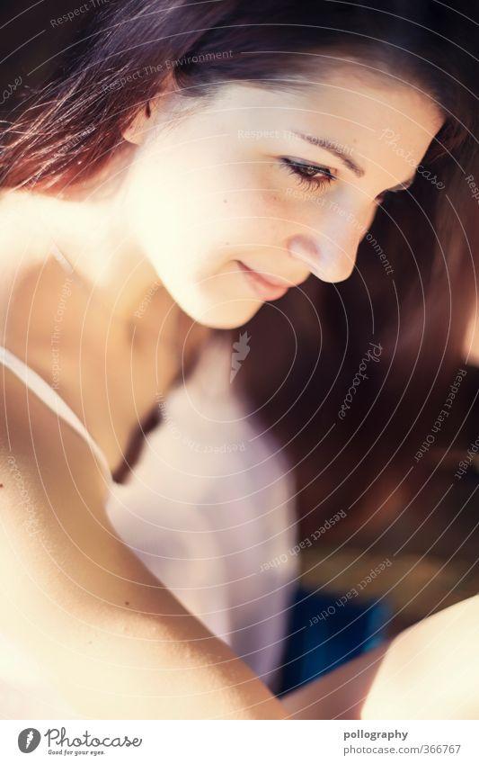 Kiri I Mensch Frau Jugendliche schön ruhig Freude Junge Frau Erwachsene Leben 18-30 Jahre feminin Gefühle Glück Kopf Stimmung Kraft