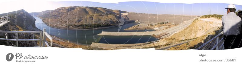 Panorama Atatürk-Staudamm groß Türkei Staumauer Wasserkraftwerk Anatolien Euphrat Atatürk Staudamm