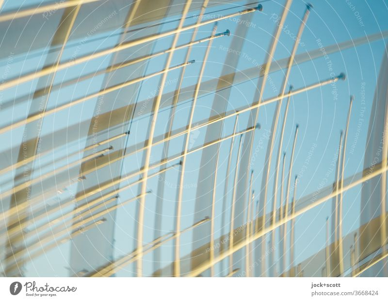 bewegliche Fahnenmasten Doppelbelichtung viele Strukturen & Formen Sinnestäuschung abstrakt Sonnenlicht unbenutzt Ordnung gleich Linie kreuz und quer