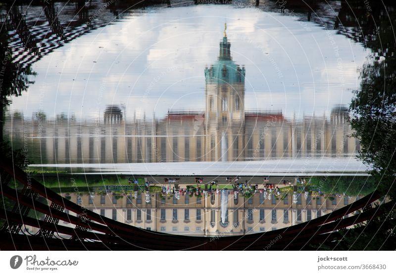 eine Brücke schlagen im Schlosspark Architektur Bekanntheit Rahmen Reflexion & Spiegelung abstrakt Besucher Illusion außergewöhnlich Stimmung Sightseeing Sommer