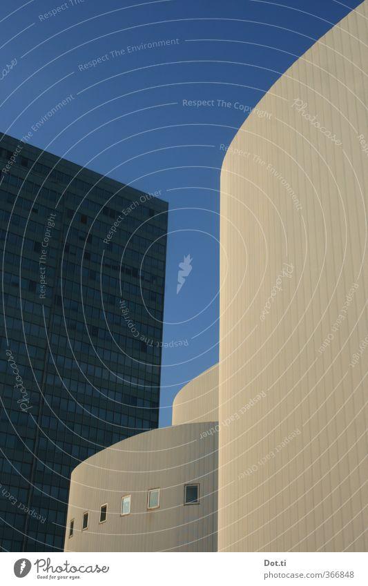Schauspiel Stadt Stadtzentrum Menschenleer Haus Hochhaus Bauwerk Gebäude Architektur Fassade Fenster Wahrzeichen hoch ästhetisch Düsseldorf Theater Bürogebäude