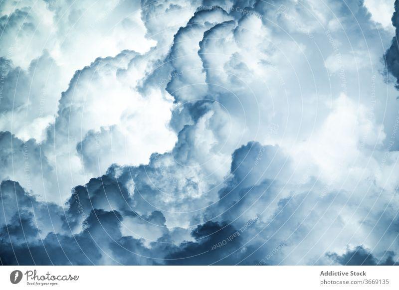 Erstaunlich Blick auf stürmischen Himmel mit Wolken wolkig kumulonimbus Gewitter dunkel Hintergrund Cloud spektakulär abstrakt Gewitterwolke unheilbringend