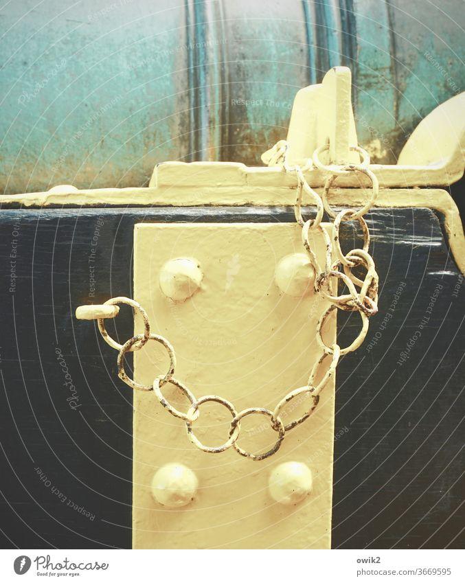 Sicherheitshalber Kette hängen einfach geduldig Zusammenhalt geschlossen Strukturen & Formen Metall Kettenglied Barriere Schutz Textfreiraum links