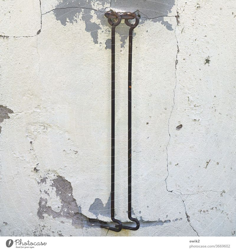Kompetenzteam Haken hängen zwei alt Vergänglichkeit Metall gebogen freunde Zweisamkeit Detailaufnahme Farbe abblättern verfallen Strukturen & Formen Nahaufnahme