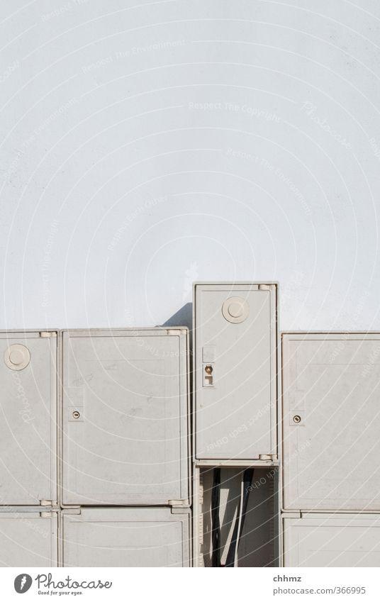Aus der Reihe weiß Fassade Tür Energiewirtschaft Ordnung geschlossen Elektrizität Telekommunikation Technik & Technologie Kabel Baustelle Leitung
