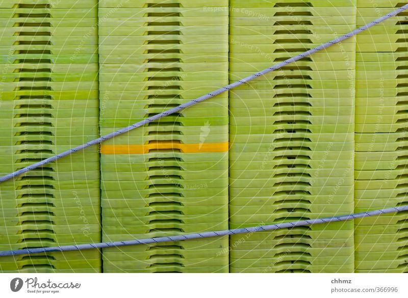 Kistenstapel grün gelb Ordnung Seil Schnur Güterverkehr & Logistik Kunststoff vertikal Symmetrie Stapel Verbundenheit Anordnung horizontal Raster Griffel