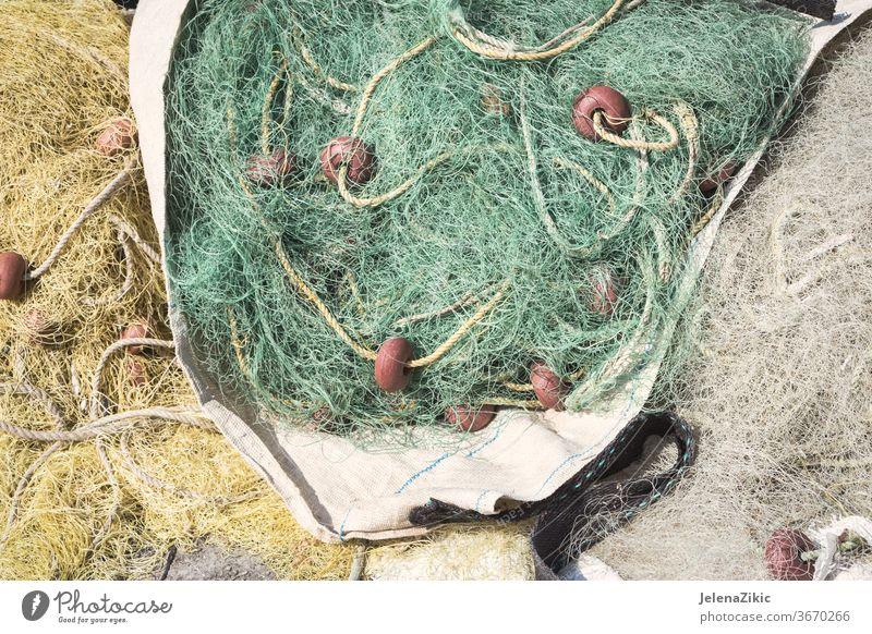 Fischernetze am Wasser nach dem Angeltag Fischen Detailaufnahme niemand Netz Seil MEER Netze Boot Netting Meer marin texturiert Gerät Floater Schwimmer rau