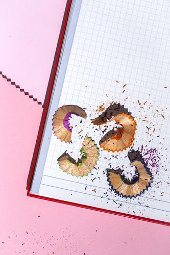 Zurück zu Schulmaterial, Hefte, Buntstifte Schule Bildung Hintergrund Büro Rücken Zubehör Notebook farbenfroh Proviant Farbe Papier Kopie Lernen Schüler Raum