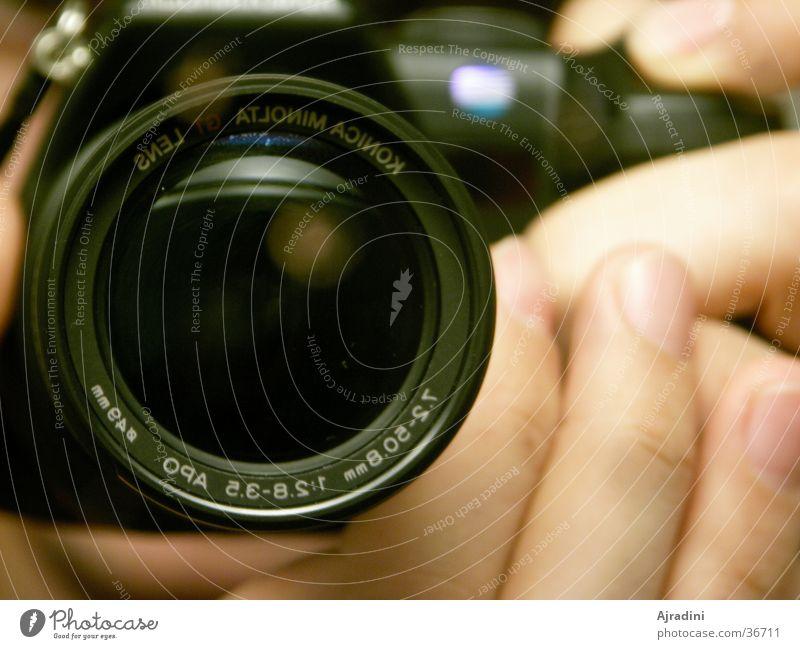 Schau mir ins Objektiv Baby... Hand Freizeit & Hobby Spiegelbild Linse Fotokamera Objektiv Digitalkamera