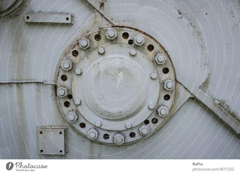 Lagerflansch in einem alten Getriebegehäuse. Zahnrad gearing gearbox Mechanik Technik Maschine machine Verzahnung Wasser Schmierung Feinmechanik Werkstatt