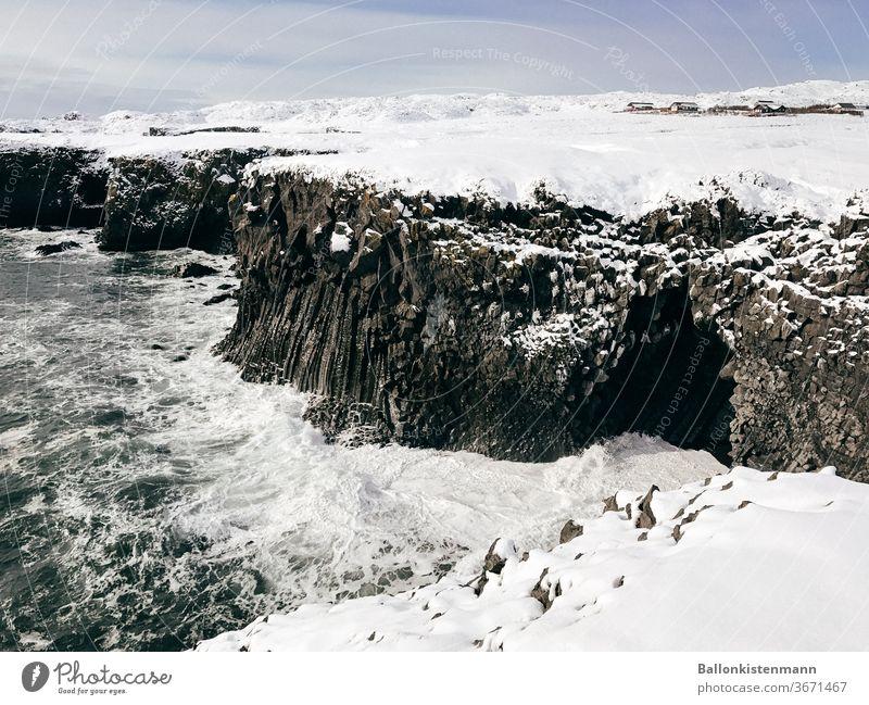 Küstegelüste 9 Ausflug Abenteuer Ferne Expedition Natur Umwelt Farbfoto Außenaufnahme Tag Island Winter Eis Meer Höhleneingang Küstenlinie Küstenstreifen Schnee