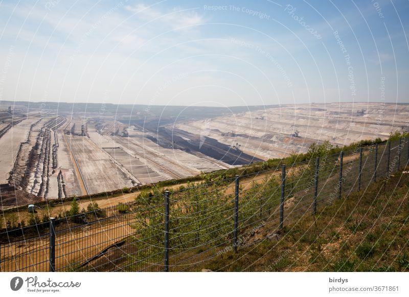 Braunkohlentagebau Hambach, am Rand des Tagebaus, Braunkohletagebau umstritten auskohlen Fossile Energie Klimawandel Umweltverschmutzung CO2-Ausstoß Tagebaurand
