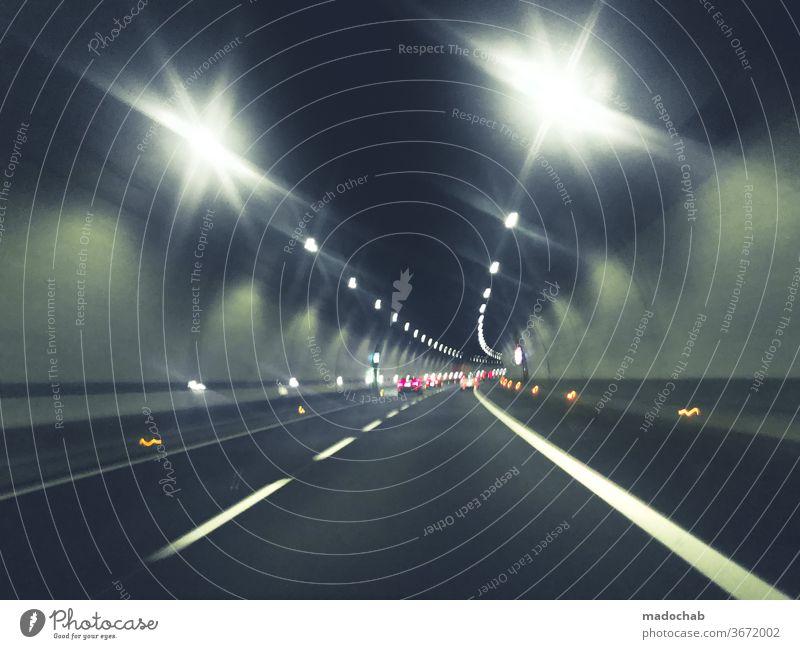 Blinding Lights Tunnel fahren Pkw Straße Verkehrt Maut PKW Autobahn Geschwindigkeit Licht Straßenverkehr Verkehrswege Güterverkehr & Logistik Bewegung Farbfoto