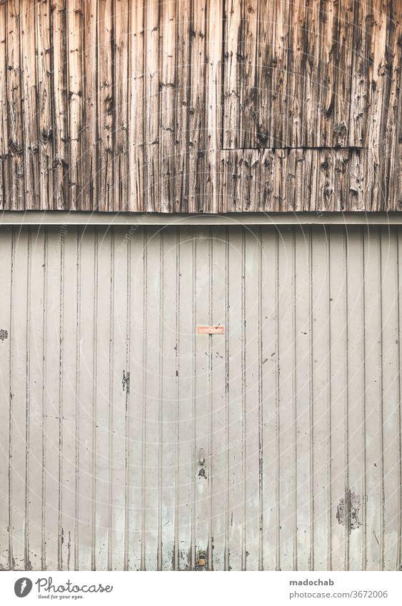 Schnittmenge Streifen Muster gestreift Garage Wand Holz Aluminium abstrakt Detailaufnahme Strukturen & Formen Linie Hintergrundbild Design Stil Fassade