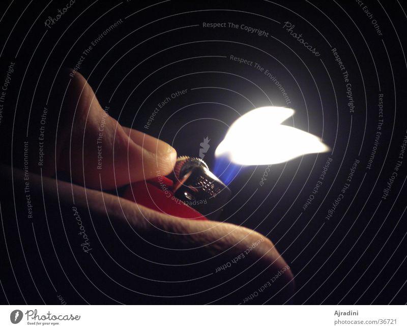 Flamme flieht Feuerzeug Daumen Häusliches Leben Luftstoss Fliehende Flamme