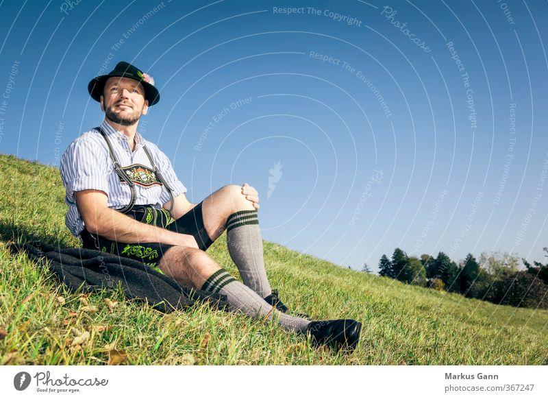 Bayer in Bayern Lifestyle Stil Oktoberfest Mensch maskulin 1 30-45 Jahre Erwachsene Natur Mode Bekleidung Leder Hut Bart sitzen retro Tradition Tracht Lederhose