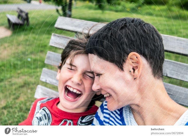lieblingsmensch | weil wir so wunderbar miteinander lachen können Porträt Unschärfe Sonnenlicht Kontrast Licht Tag Nahaufnahme Außenaufnahme Farbfoto