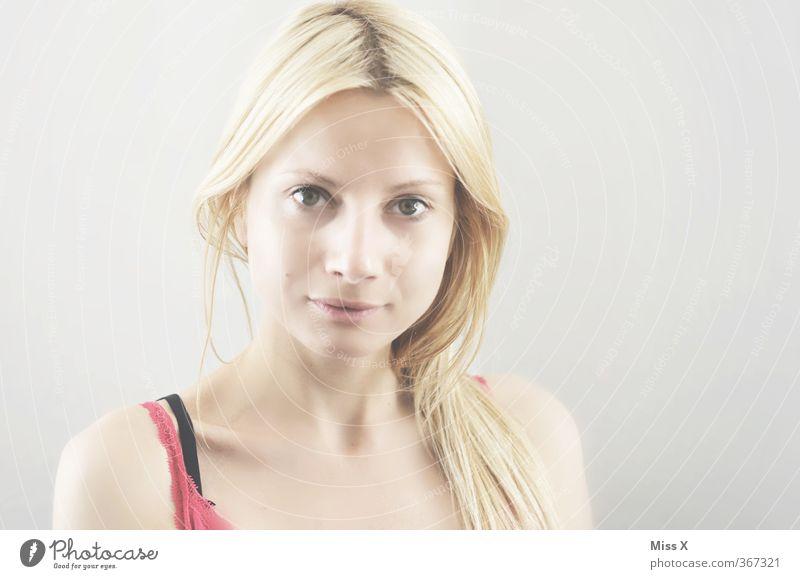 ehrlich Mensch Frau Jugendliche schön Junge Frau Erwachsene Gesicht 18-30 Jahre Gefühle Haare & Frisuren hell blond Zufriedenheit Lächeln rein Model