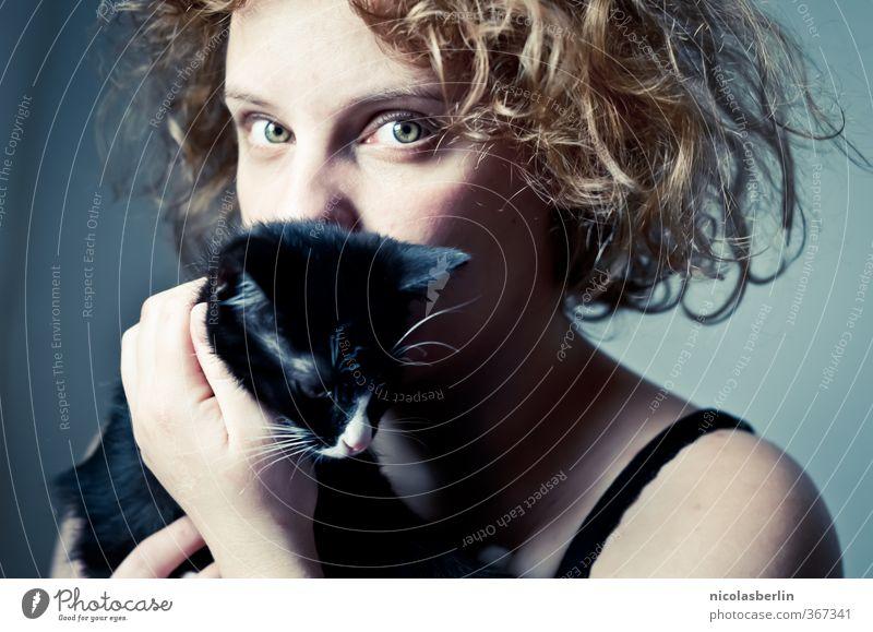 333 | MP69 - Katzengold Katze Mensch Jugendliche schön Erholung Mädchen Junge Frau Erwachsene 18-30 Jahre Erotik feminin Haare & Frisuren Glück Zusammensein blond Zufriedenheit