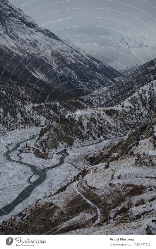Marshyangdi-Fluss beim Dorf Ledar, Annapurna-Ring, Nepal Abenteuer Höhe Annapurna-Kreislauf Asien blau Schlucht Schaltkreis Wolken Umwelt fließend Wanderung