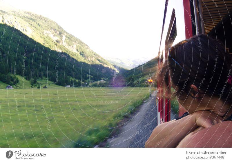 Mensch Ferien & Urlaub & Reisen Jugendliche Junge Frau Erholung Ferne Berge u. Gebirge Wiese feminin Freiheit Freizeit & Hobby Tourismus genießen Ausflug