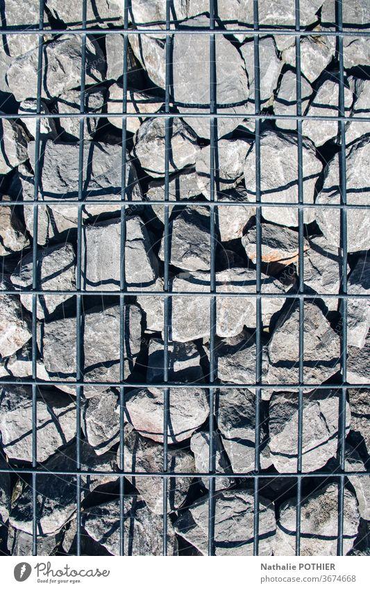 Steine und Gitter Raster Schatten Nahaufnahme Außenaufnahme Tag Mineralien Farbfoto grau Ordnung Wand Detailaufnahme Mauer