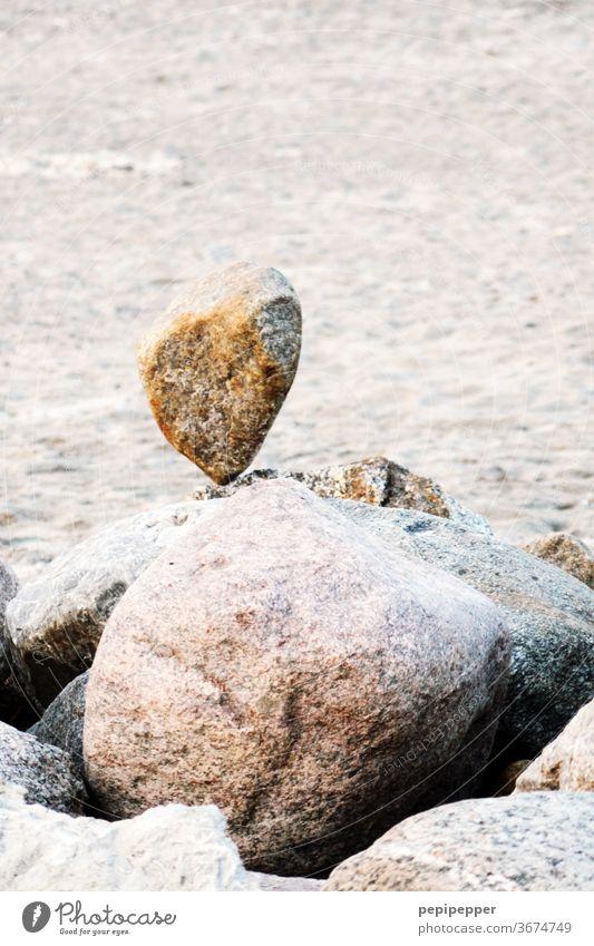 Herz aus Stein Strand Sand Ferien & Urlaub & Reisen Küste Liebe Sommer Sommerurlaub Menschenleer Außenaufnahme Farbfoto Meer Tourismus Tag Ausflug Skulptur